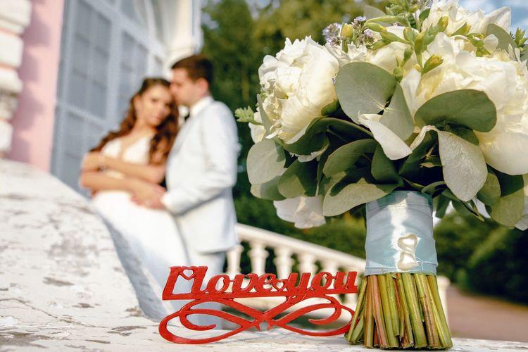Couple kissing on white flower
