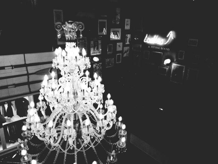 22:34 Black And White Beauty Light