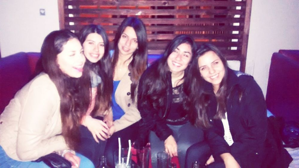 Amigas 💜 Friends Girls Taking Photos Hello World People Cheese! Drinks Enjoying Life Happy
