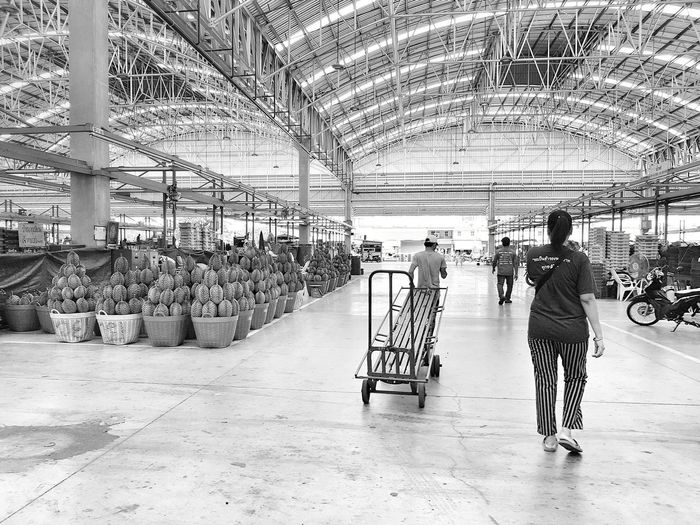 Bangkok Thailand Talaad Thai Working Day Fruit Market Fruits Market First Eyeem Photo Everyday Asia Indoors  Black And White Black And White Photography Perspective