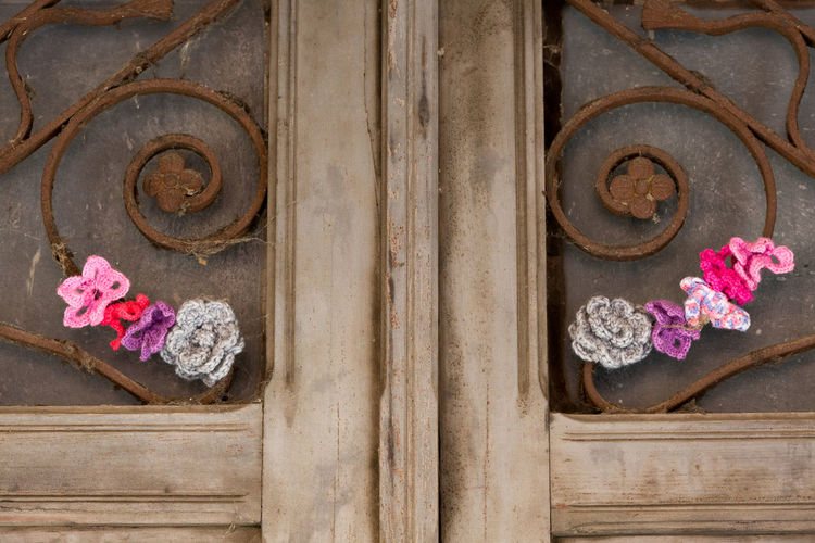 Art Art And Craft ArtWork Close-up Day Door Flower Flower Head Gray Guerrilla Knitting Installation Knitting Millenial Pink No People Outdoors Purple Street Art Urban Knitting Violet Wood - Material Yarn Bombing Yarnstorms Art Is Everywhere