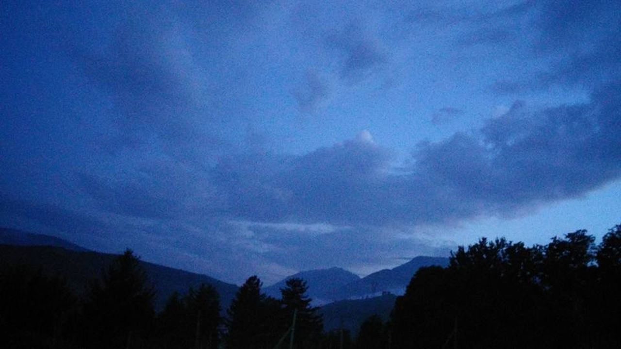 silhouette, sky, nature, mountain, scenics, tree, beauty in nature, no people, outdoors, day