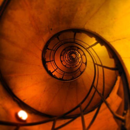 Paris Arcdetriomphe Staircase Whatdoesntkillyouonlymakesyousore