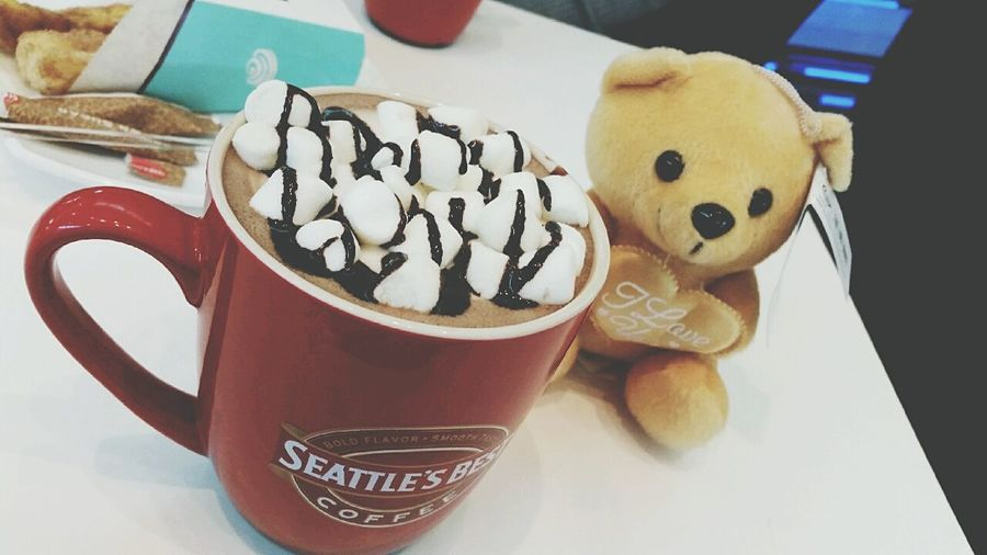 Hot Chocolate on a cold day 🍵☕❤ Hotchocolatewithmarshmallows Cold Days Cold Weather Mallows Warm EyeEm Winter Bear