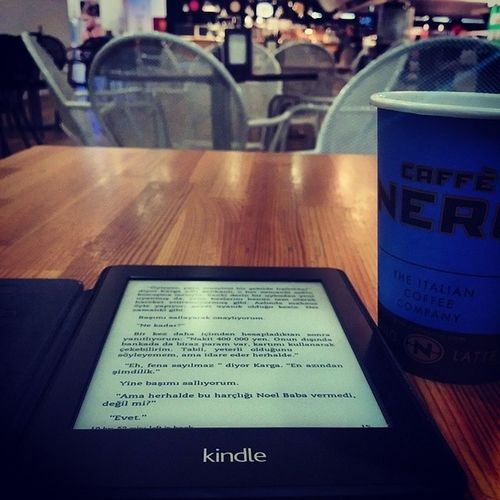 Kindle Paperwhite2 uzak ara sahip olduğum en iyi teknolojik alet. Sayfaya dokunma takıntısı olmayan ve kitap okumayı seven herkes bir tane edinmeli, basılı kitaptan bir farkı yok. Kindlepaperwhite HarukiMurakami Sahildekafka Kafkaontheshore
