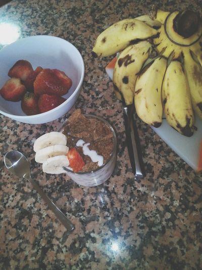 Food Porn Awards Fraises Banane Yaourt Grec  Cereale Strawberries Banana Greekyogurt Cereal Summer Food YUM 😋