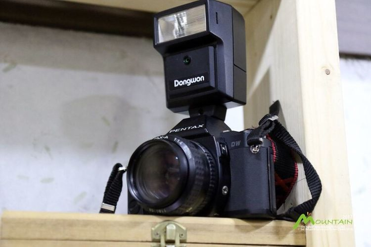 Camera - Photographic Equipment Photography Themes Technology Modern Close-up Digital Camera No People Film Industry Indoors  Lens - Eye Home Video Camera Digital Single-lens Reflex Camera Filming Day