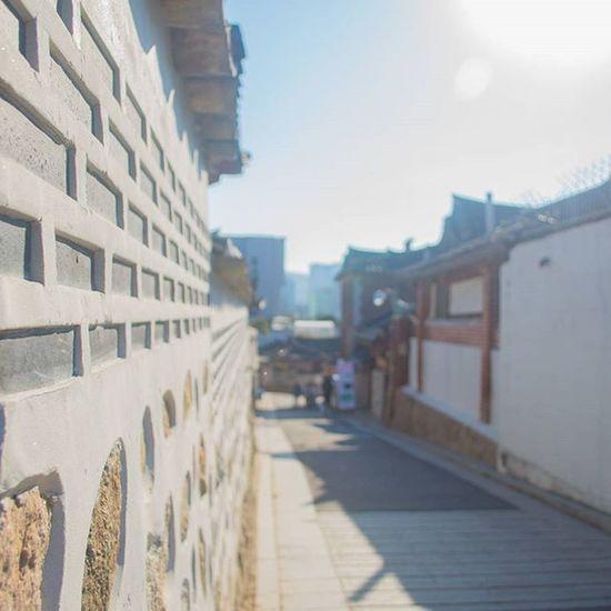 북촌한옥마을 걷는데 아직 무리하면 안될거같다는걸 깨달았다 북촌한옥마을 한옥 여행 일상 풍경 벽 Nikond610 니콘D610 Photographer_suhyeon