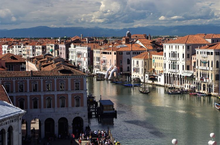 DFS Fondaco di Tedeschi Rialto's bridge 3 sept 2017 Canal Grande DFS Gondole Regata Storica The Week On EyeEm Architecture Boats Large Group Of People Mountains Outdoors Sky Water