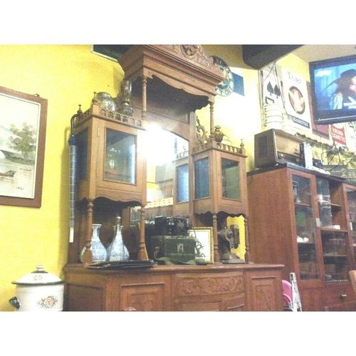 having dinner with bonda n sister while with the nice classic retro antique old school decoration