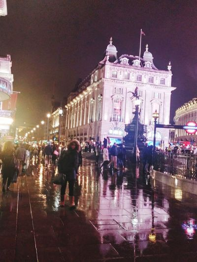 EyeEm LOST IN London Piccadily Circus London London London!!! Londonlife LONDON❤ Eros Statue At Piccadilly Circus Rainy London.....  Rainy Night Rainy Night In London The Street Photographer - 2018 EyeEm Awards