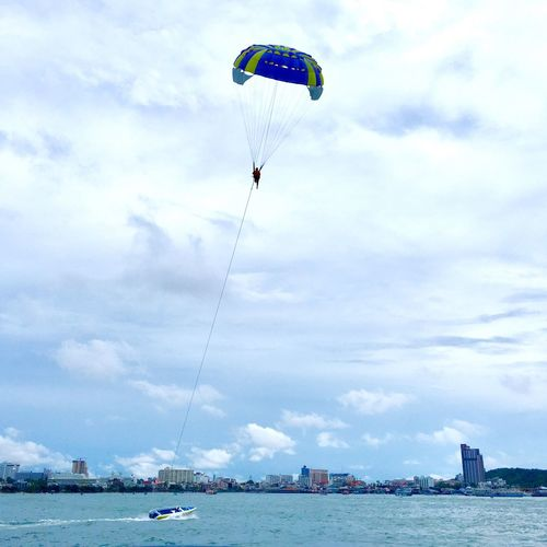 Sea Cloud - Sky Sky Adventure Transportation Leisure Activity Water Parachute Nautical Vessel Real People Mode Of Transport Day Low Angle View Mid-air Lifestyles Outdoors Nature One Person Men Extreme Sports Thailand 🎈👻 芭達雅