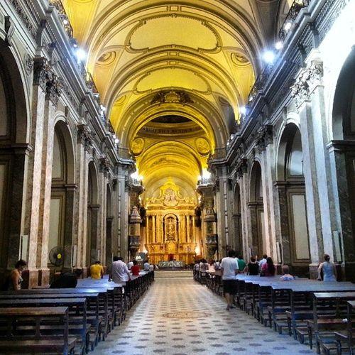Dentro de la Imponente Catedral de Buenos Aires donde daba las misas el Papa Francisco
