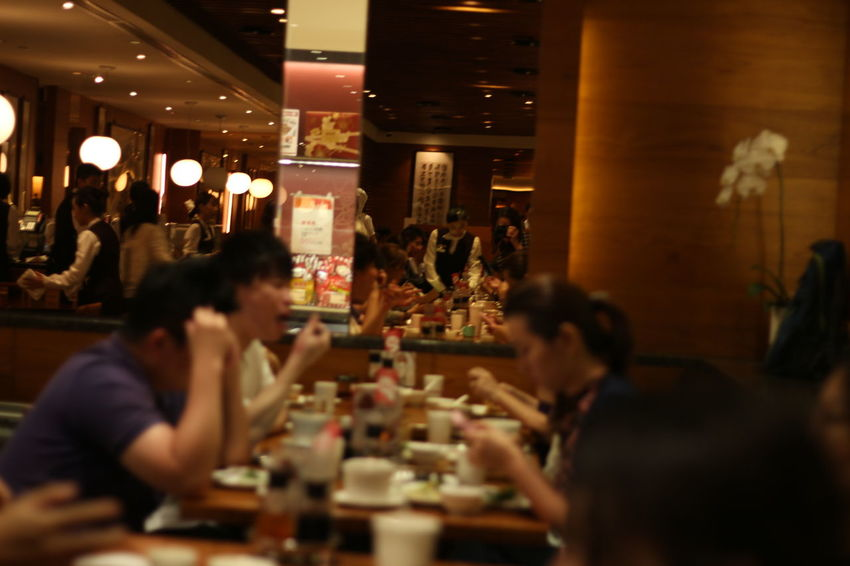 Taiwan Architecture Dintaifung Dintaifung Taipei Dintaifungtaiwan Food And Drink Illuminated Indoors  Large Group Of People Leisure Activity Men Night People Real People Restaurant Sitting Table Taipei Taipeifoodstall Women