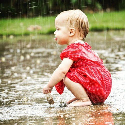 Yagmurda cocuk olmak guzeldir... Yağmur Rain Kid Kido cocuk eglence fun funny color