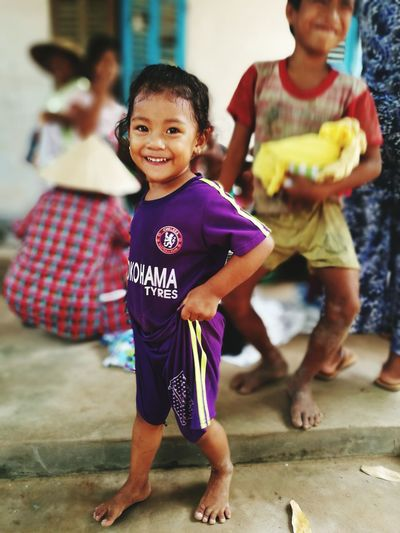 Wcov Poorchild Smiling <3 Helpthem Vietnamesegirl Meaningful Quotes Goodjob~ Likethis Purple Girl :*