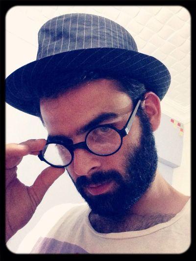 Ilk selfie bu uygulamaya denk geldi.. Yıllardır kullanmadığım şapka ve gözlük tozlu raflardan bu program için indi.. Hayırlısı bakalım.. First Selfie  Mirror Sombrero Eyeglasses