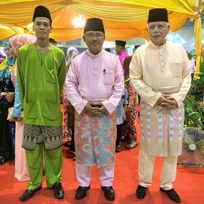 Bergambar kenang-kenangan di MITC Melaka bersama MB dan YDPB Negeri Melaka. Raya2015 Openhouse Melaka Mitc Makanbesar