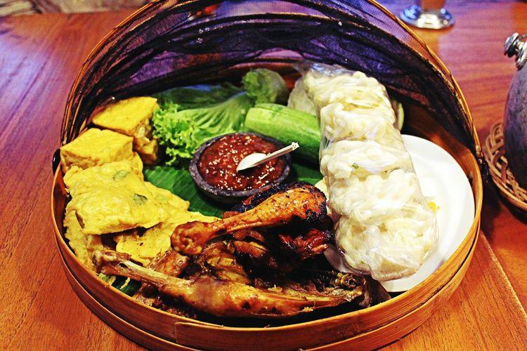 Food Foodphotography INDONESIA Bandung Rumahstroberi Traditionalfood NasiLiwet Musttry  nasi liwet is one of bandung traditional food.. you must try!!