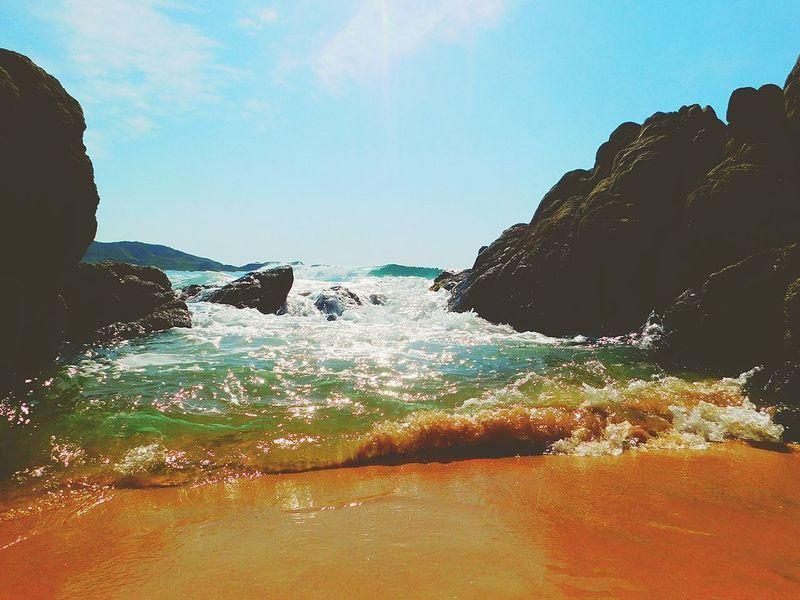 No saben lo enamorado que estoy de esta playa ❤ Beautiful Sea Splashing Sky Water Vacations Day Beach Nature Beauty In Nature La Llorona