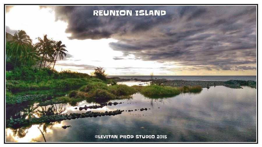 Hanging Out Taking Photos Enjoying Life Taking Photos Beachphotography ST DENIS Reunion Island Nature Enjoying Life Sunset And Clouds
