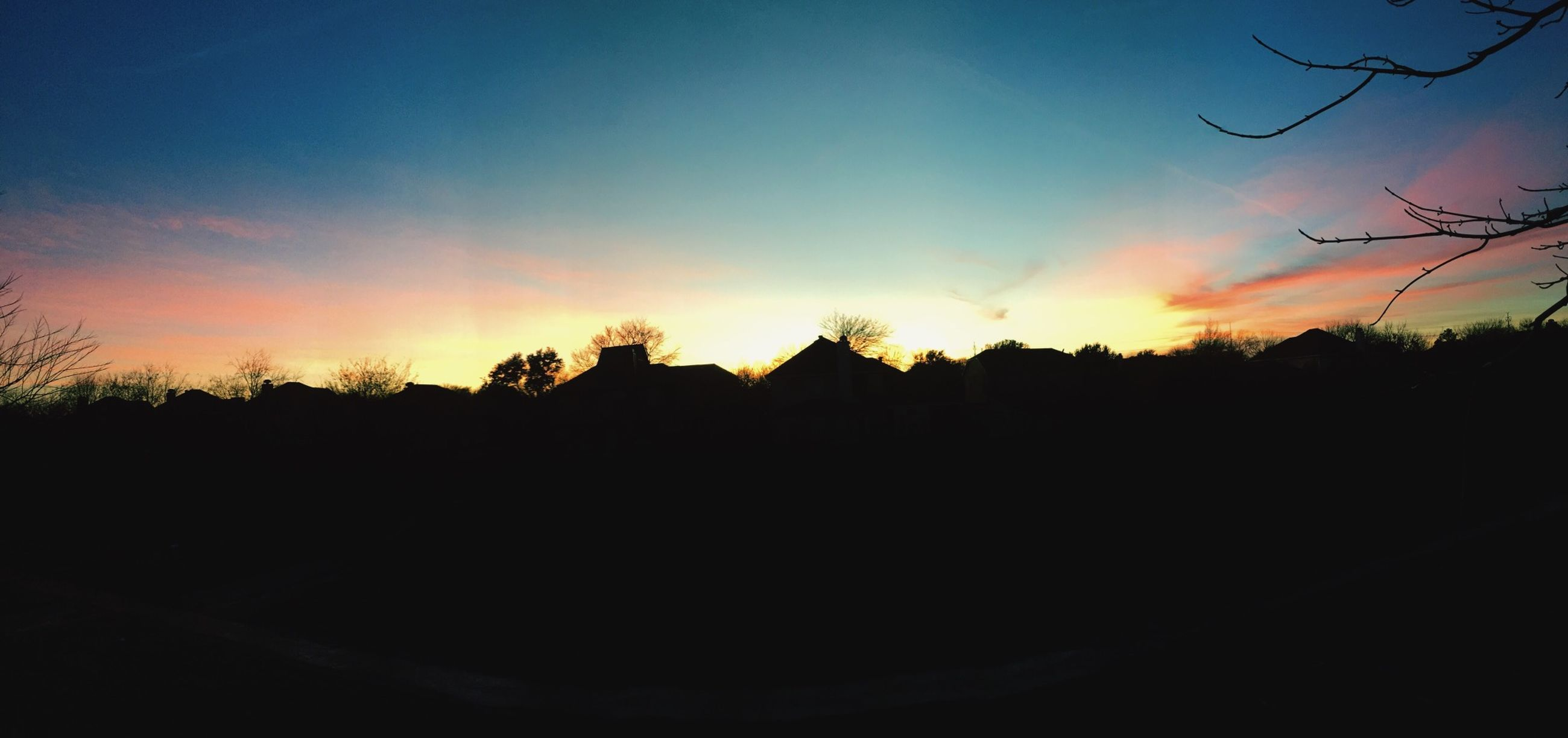 sunset, silhouette, scenics, tranquil scene, sky, beauty in nature, tranquility, nature, orange color, tree, idyllic, landscape, sun, dark, copy space, blue, cloud - sky, cloud, outline, sunlight