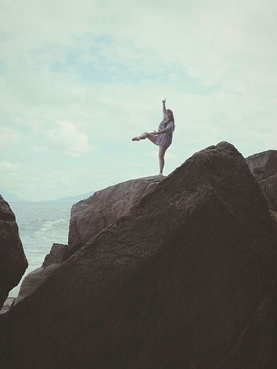 Mais do mesmo. Pedra alta. Queda mortal. Equilibrio desnorteado. Feriado incrível. 😍Ballet Ponta Aguda Friends Storm Equilibrio