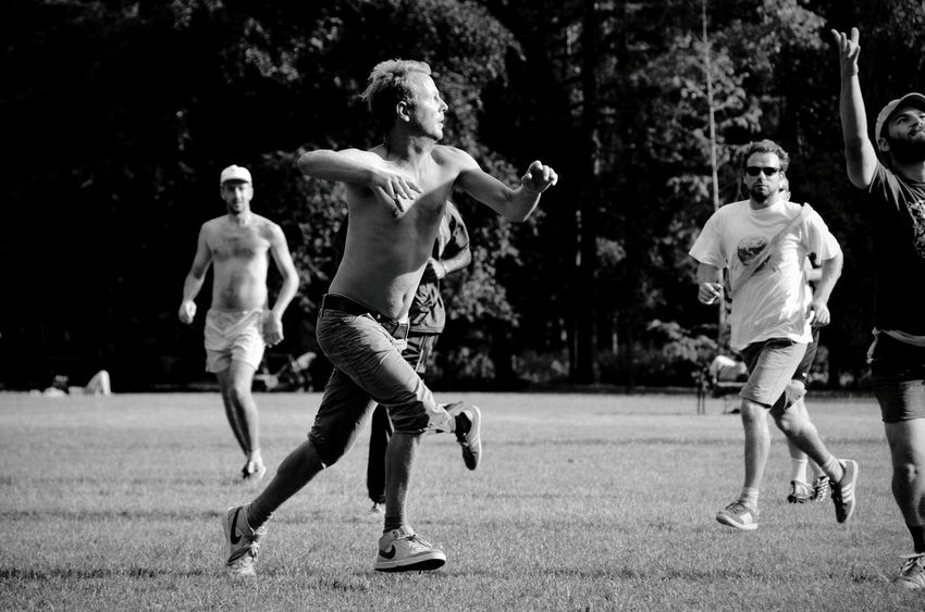 Champ Bnw_friday_eyeemchallenge Subjects Of Summer Open Edit Summer Views My Fuckin Berlin Shades Of Grey Walking Around Sport In The City Ultimate Frisbee Capturing Movement Alternative Fitness