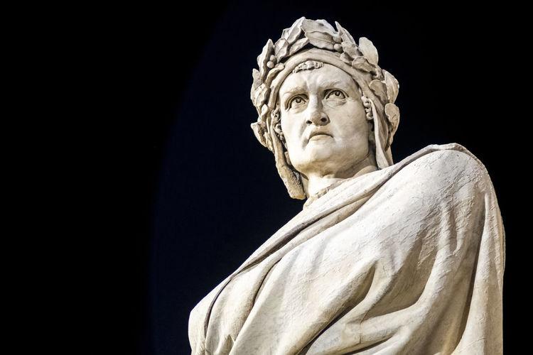 Dante alighieri statue in santa croce , florence. italy