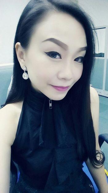 Faces Of EyeEm Diamonds Are A Girl's Best Friend Working Officegirl Gorgeous