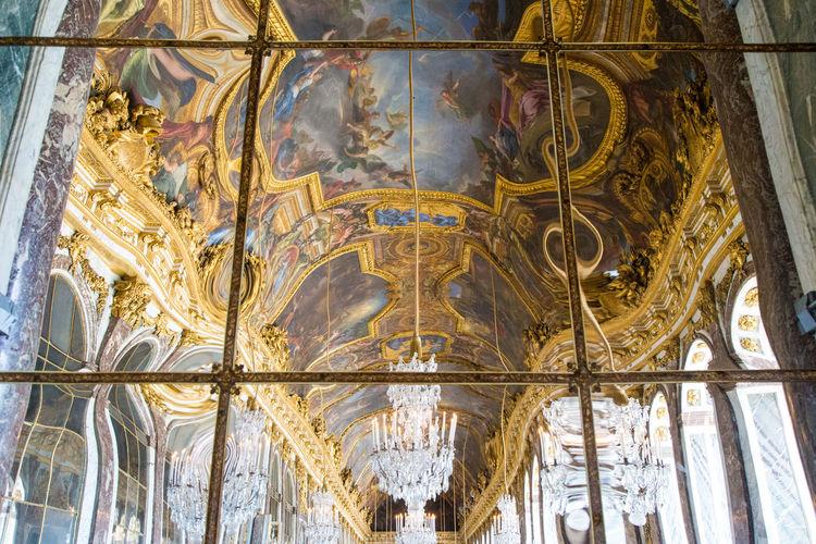 La deformación del sentido Built Structure Architecture Low Angle View Representation The Past Architecture And Art Fresco Gold Colored