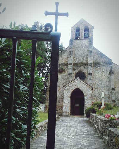 Eglise a St Lambert et son petit Cimetiere Vallee De Chevreuse Church y little Cimetary France