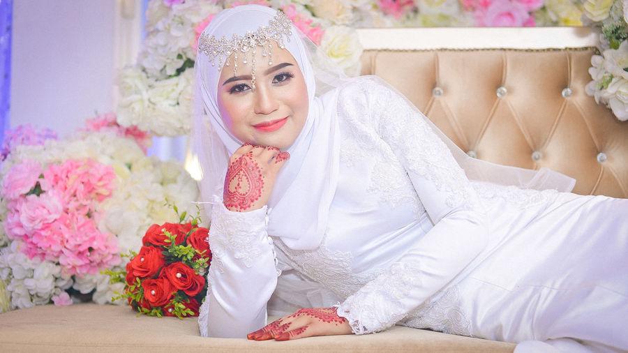 EyeEm Selects Portrait Flower Bride Young Women Beautiful Woman Beauty Women Human Face Close-up