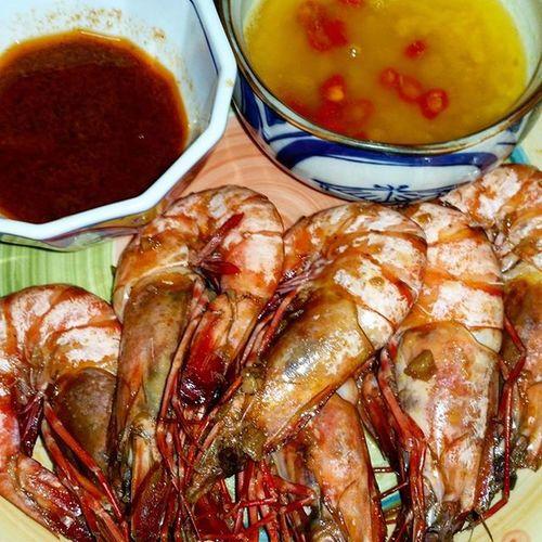 Boi's breakfast ~ Garlic buttered Prawns by yours truly @bigdaddyt0n @aubr3y29 Tara kain tau @kristinecaballeroaplal Holyweekspecial Nomeat GoodFriday  Shrimpday