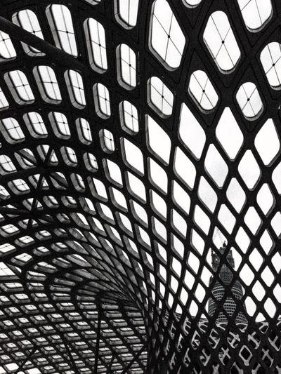 Architecture Architecture_collection Modern Modern Architecture Urbanphotography Urban Landscape Urban Geometry Pattern, Texture, Shape And Form Pattern Curves And Lines Building Exterior Skeleton Web Perspective Blackandwhite Blackandwhite Photography Eye4photography  Composition Showcase July Shapes And Forms Construction Illusion Surrealism Monochrome Photography