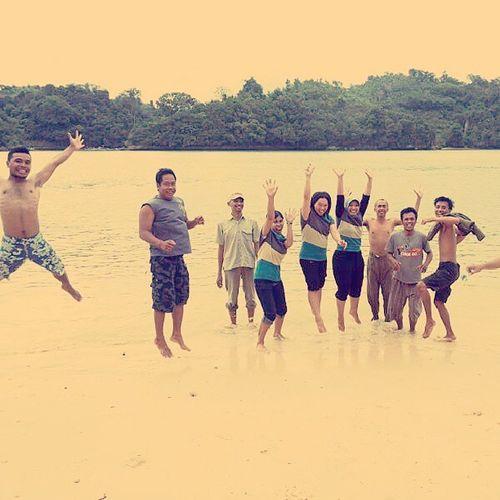 SKI 2 classmates Instadaily Instagram Instagraphic Photooftheday Moment Jump Beach Sempu Malangselatan