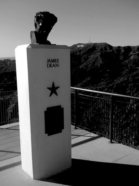 QVHoughPhoto Jamesdean Bust  Hollywood Losangeles Hollywoodsign Griffithpark Observatory Blackandwhite Shadow