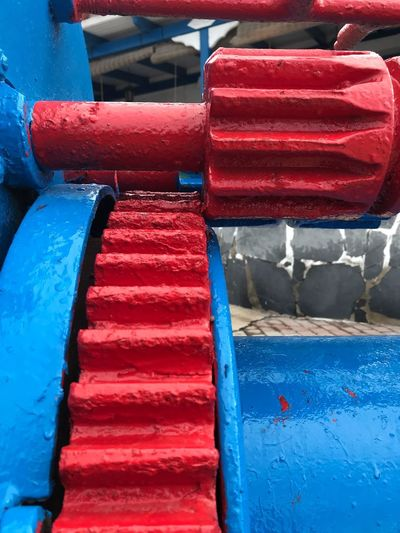 Lack Zahnrad Zahnräder Maschinen Puerto Gear Wheel Gear Blue Red Multi Colored Stack Day Outdoors Close-up