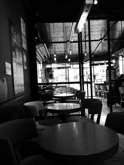 Âme de dieu SMGDRGN Cult Intéressant Noir Et Blanc Noir Indoors  Empty Chair Window No People Day Architecture