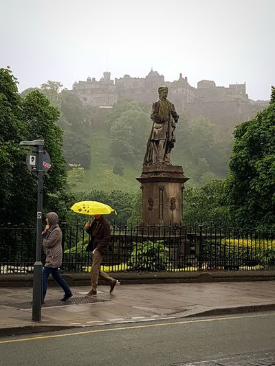 Gate Architecture Statue Tree Built Structure Travel Destinations Outdoors Building Exterior Adult Day Sculpture People Architecture Taking Pictures The Great Outdoors - 2017 EyeEm Awards Taking Photos Door Way To Freedom Scenics Edinburgh Edinburgh Castle In The Background Streetphotography Street Photography Edinburgh, Scotland King - Royal Person Sky