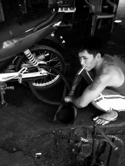 Hardwork Industryporn Vulcanizing The Mechanic Man On The Street Youth Of Today Smoker Ironwork  Zone 4 Socorro On Street Streetphotography