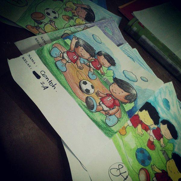 Ini juga olahraga. Olahraga mata, lihat warna warni biar nggak stress sehabis ujian. Beda kalau memprovokasi orang untuk kepentingan pribadi, apalagi jadi CCTV, itu bukan olahraga mata dan mulut, tp cangkeman, canggleyor, cangpanjang, cangaceng Ya to? Colouring  Sports Papers Pencil Art Colour Kids Oil Pencolour Pen Olahraga