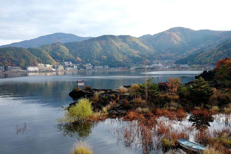 Fall is taking over Mountain View Fall Beauty Fall Autumn🍁🍁🍁 Season Change Nihon Japan Scenery Habour View Fisherman