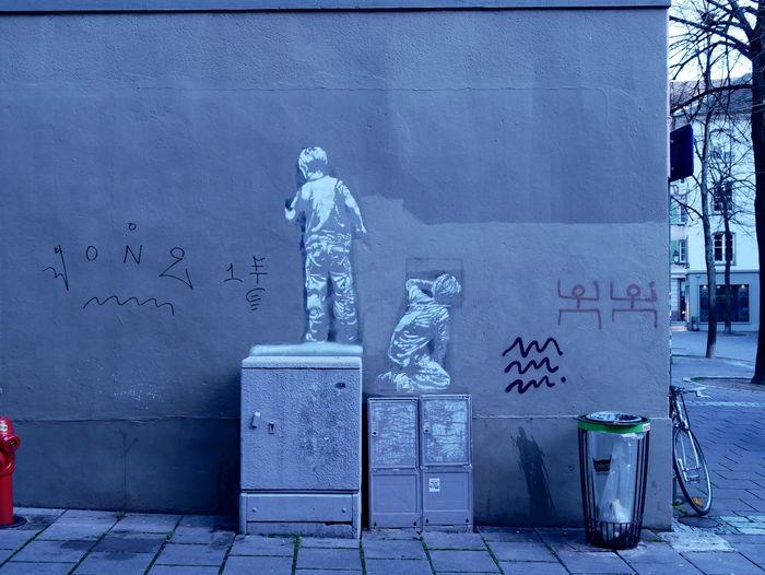 Expression Freedom Creativity Paris Lumix LumixG80 Lumixg81 #streetphotography Travel #FREIHEITBERLIN Blue Architecture Close-up Graffiti Street Art ArtWork Art Art And Craft Vandalism Spray Paint Mural