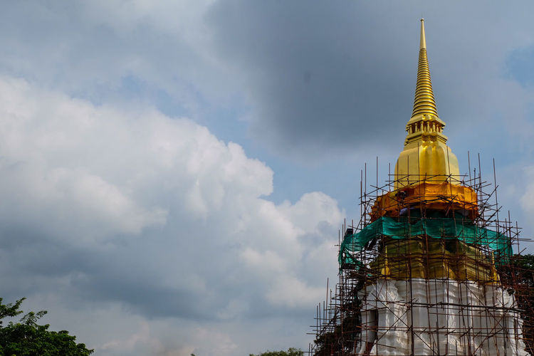 """Preserve Stupa can call """"Srisuriyothai"""" AYUTTHAYA Religion Architecture Arrival Business Finance And Industry Spirituality Sky Travel Destinations Gold No People Outdoors City Day Nature Gold Colored Golden Light Stupa Thailand🇹🇭 Boats⛵️ Architecture_collection"""