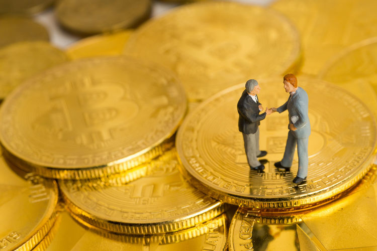 Business Fıgures Gold Golden Miniatures Agreement Banking Bitcoin Blockchain Businessman Coin Commerce Commercial Concept Deal Done Deal Figures Finance Financial Money Money Market Shake Hands Shakes Hand Toy Virtual Money