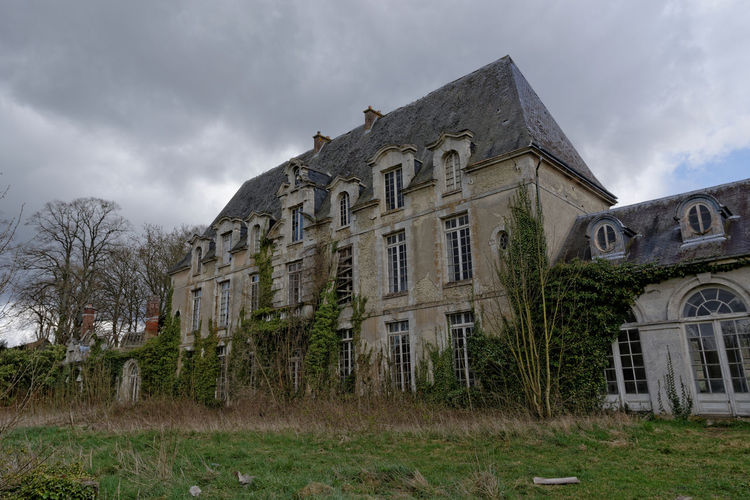 Abandoned Architecture Building Exterior Built Structure Château Des Singes Cloud - Sky Day Exploration Exploring Façade Grass History House Low Angle View Moth4fok Nature No People Old-fashioned Outdoors Sky Tree Urbaine Urban Urbex Window The Great Outdoors - 2017 EyeEm Awards EyeEmNewHere EyeEm Selects Sommergefühle Your Ticket To Europe