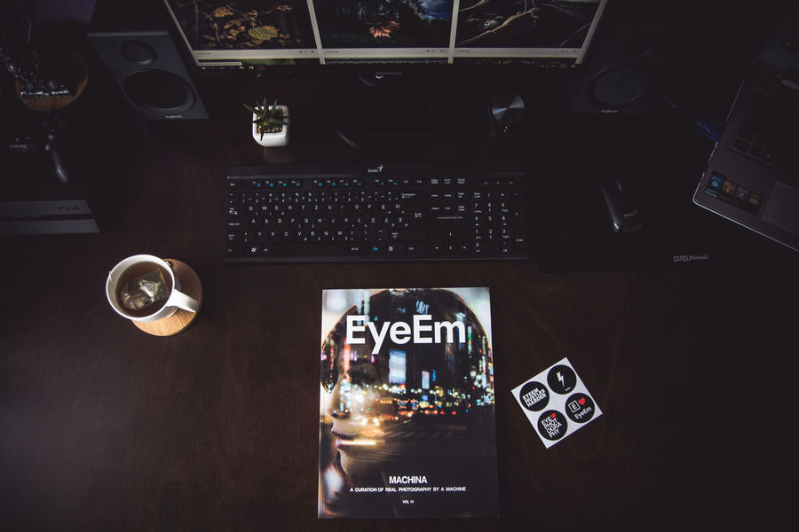 Thanks EyeEm the magazine has arrived,greetings from Croatia :) Desk Desks From Above EyeEmMagazine Eyeemphoto EYEEMxMACHINA Indoors  Kerber Machina Magazine No People Technology EyeEm Team Eyeem Market