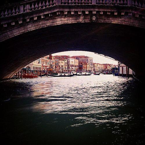 Rialto Rialtobridge Pontedirialto Grandcanal Canalgrande Venezia Venice Laluceinfondoaltunnel Attheendofthetunnel Waterways Stradedacqua