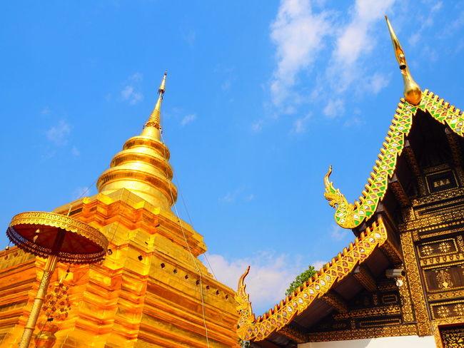 pra tad jom thong CNX Chai mai Enjoying Life Week End Thai Temple Landscape